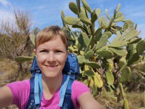 Daniela beim Wandern an der Costa Brava